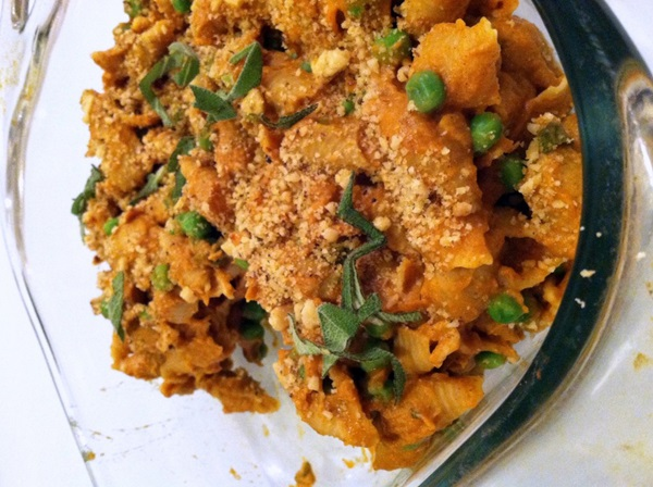 CREAMY PUMPKIN PASTA WITH PEAS AND TOASTED WALNUTS {VEGAN}