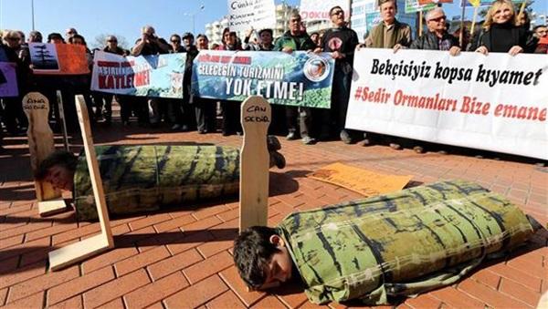 Antalya'da çevreciler eylem yaptı