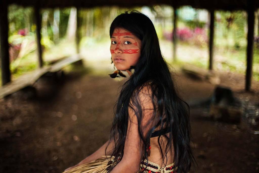 Amazon yağmur ormanında bir Kickwa kadını