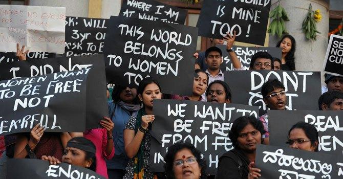 2012 yılında Hindistan'ın başkenti Delhi'de düzenlenen tecavüz karşıtı protestolardan bir görüntü.