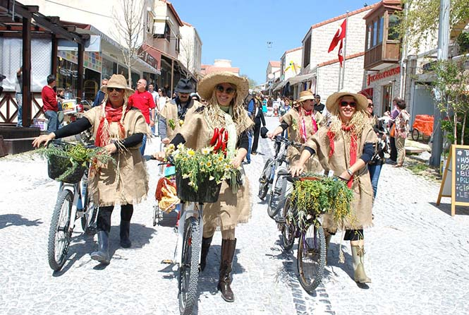 Alaçatı Festival Korteji 1