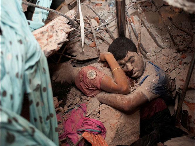 2013 yılında Bangladeş'te Walmart, Mango, Bonmarché ve Benetton gibi firmaların, gün geçtikçe vahşileşen hızlı moda üretimlerinin sebebiyet verdiği kazada 1,129 kişi öldü. Bangladeş'in gelmiş geçmiş en büyük trajedilerinden biridir.