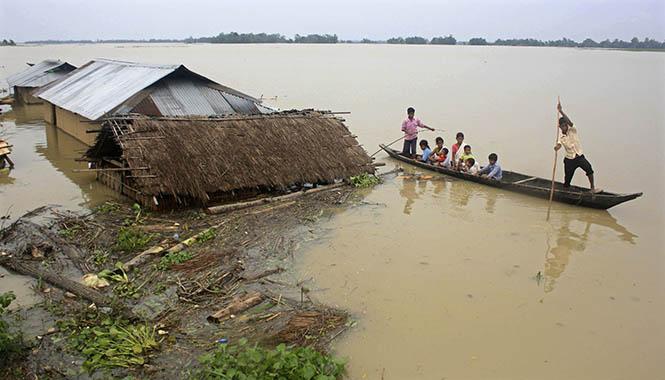 2012'de Bangladeş'te yaşanan sel felaketi, yüz binlerce insanı etkilemiştir. (Görsel Kaynağı: Reuters)