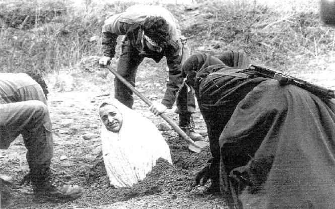 """1986 yılında yalan iftiralar ve şahitlikler ile İran'da recmedilen Soraya. (Soraya'nın hayatını, The Stoning of Soraya """"Soraya'yı Taşlamak"""" filmini izleyerek öğrenebilirsiniz)"""
