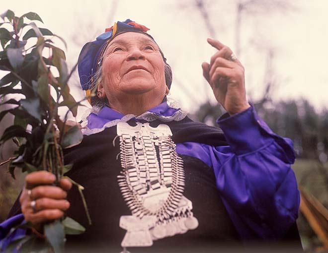Mapuçe Şamanı  Yeryüzüyle sohbet: Kadın, doğa, Moira! Mapu C3 A7e  C5 9Eaman C4 B1