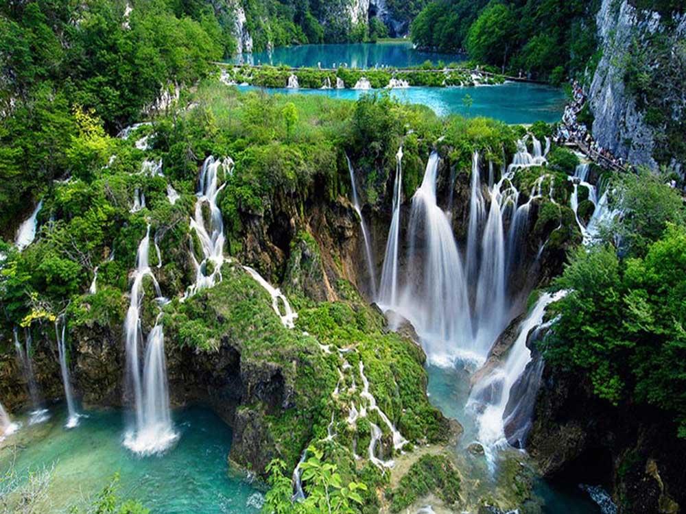 Plitvice Gölleri Doğal Parkı