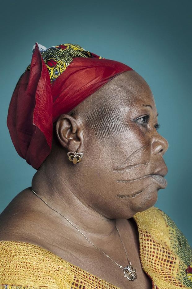 Afrika'dan çarpıcı bir portre dizisi: Derisini kazıyan son insanlar