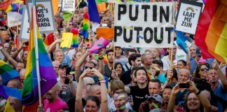 Amerikan Yüksek Mahkemesi eşcinsel evliliği ülke çapında yasallaştırdı