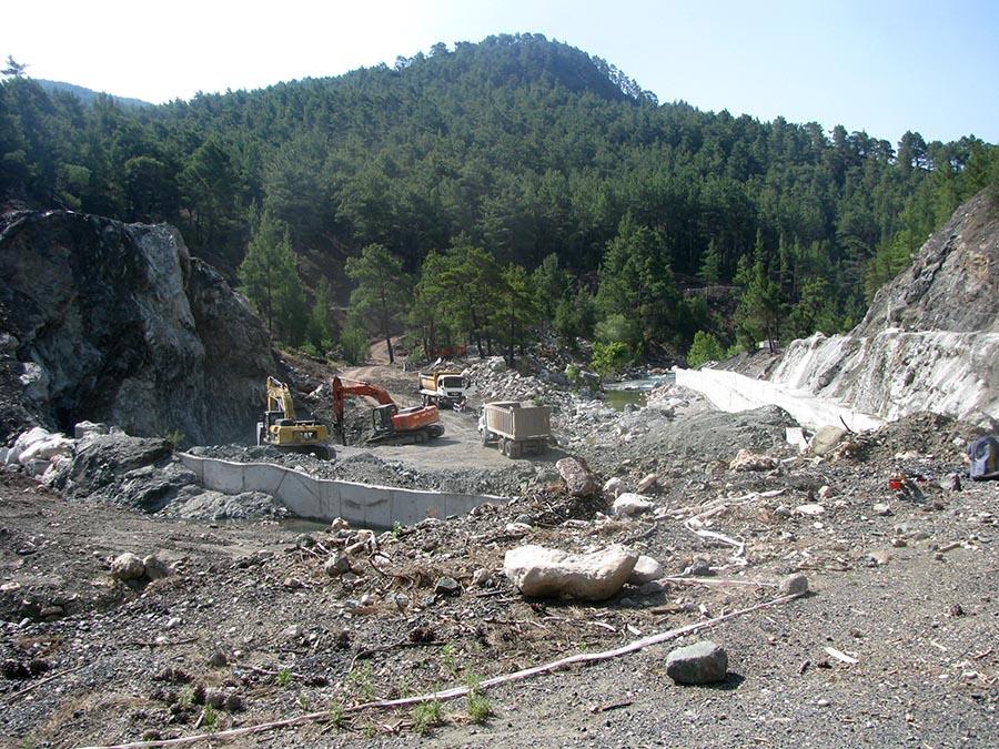 Alakır Vadisi kurulmak istenenen hidroelektrik santralleri yüzünden talana uğruyor.