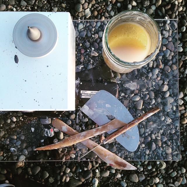"""Jon Almeda 17 minik seramik  """"Boyu değil işlevi önemli"""" algısını çürüten dünyanın en küçük seramikleri Jon Almeda 17"""