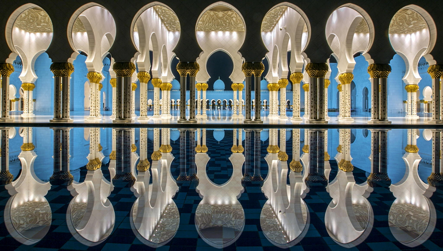 Reflected Symmetry @ Sheikh Zayed Grand Mosque by Jiti Chadha on 500px