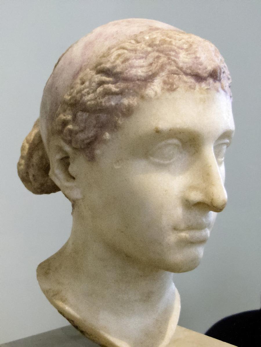 İntiharının yıldönümünde Kleopatra'nın kadın kimliği üzerine