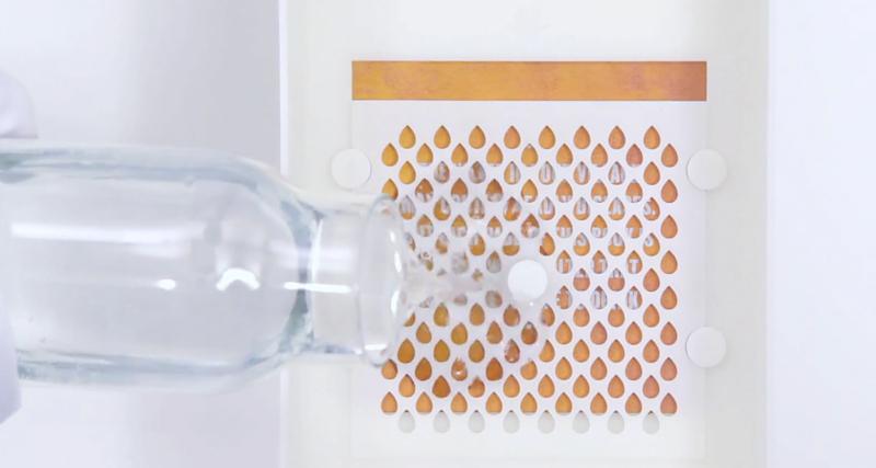Bu kitabın sayfaları bakterileri yok ederek temiz içme suyu sağlıyor 3