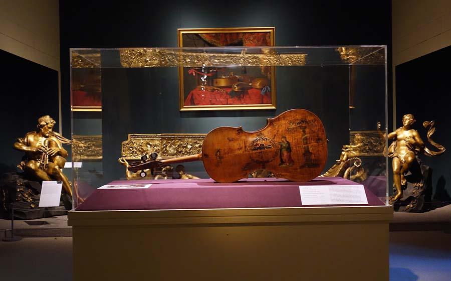 Günümüze kadar gelmeyi başarabilmiş dünyanın en eski çellosu Amati 8