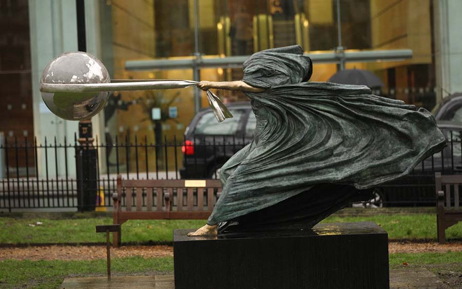 Lorenzo Quinn'den muhteşem Doğa Ana heykelleri 1