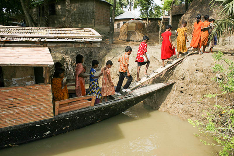 7_Bangladesh-floating-schools