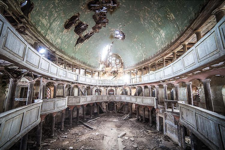 Anna Mika'nın objektifinden birbirinden güzel terk edilmiş mekan fotoğrafları 16