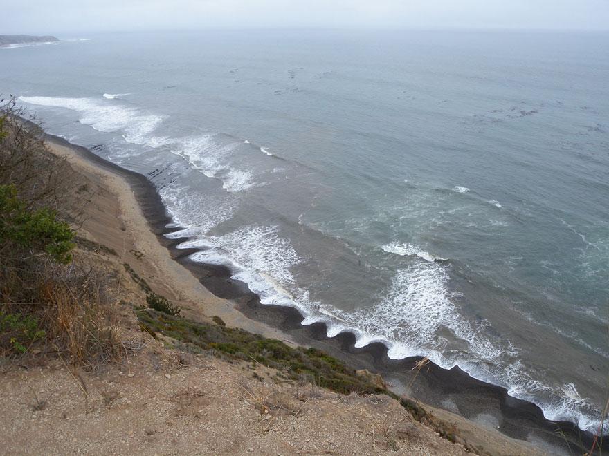 kumlar örgütleniyor  İtinalı dalgalar kumsalı: Bu kumsaldaki kumlar örgütleniyor Bu kumsalin gizemini bilim adamlar C4 B1 aciklayamiyor4