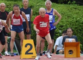 105 yaşındaki Hidekichi Miyazaki 100 metre koşusunu kendi rekorunu kırarak tamamladı
