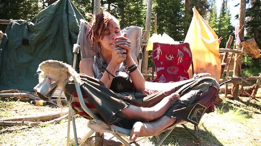 Hippi komünündeki evsiz teenage'lerin belgeselini çekti 3