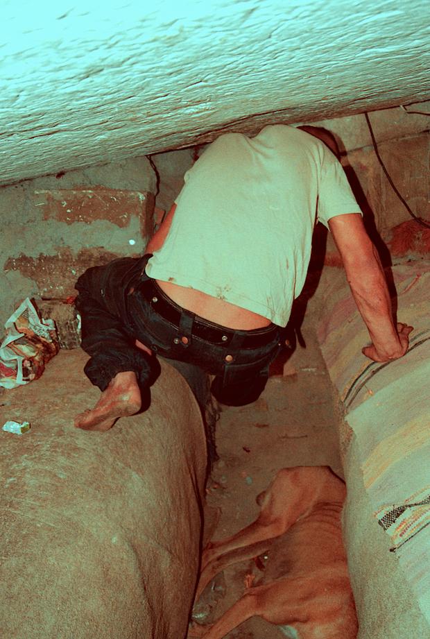 Bükreş'te sokakta yaşayan insanların yeraltı dünyasına tanık olun 13