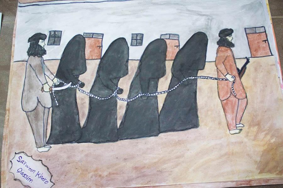Bir diğer çiziminde Ezidi kadınların IŞİD tarafından köleleştirilmesini anlatmış.