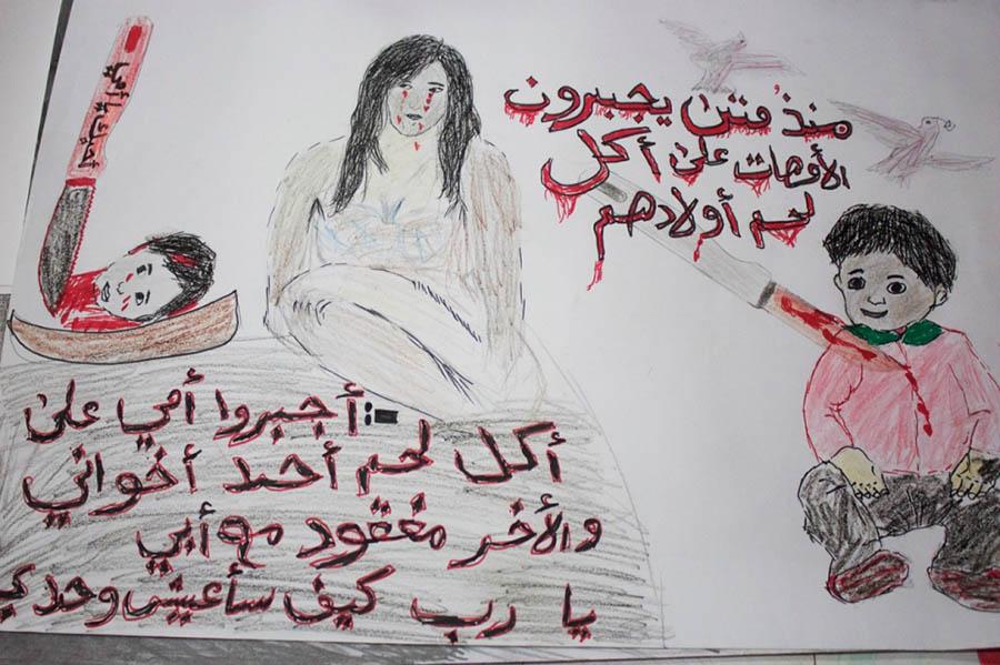 """IŞİD teröründen kaçan bir çocuğun bu çizimi ise oldukça ürkütücü. Resimdeki yazan yazı şöyle: """"Annemi kardeşlerimden birinin etini yedirmeye zorladılar ve diğer kardeşim kayıp. Tanrım, yalnız başıma nasıl yaşayacağım?"""""""