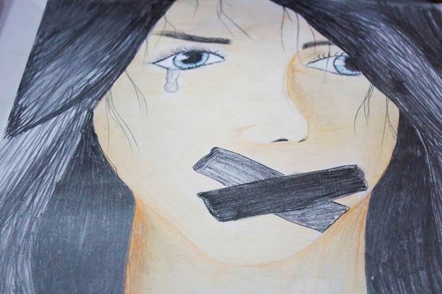 Çizimlerde öne çıkan olgu ise kadına karşı yapılan baskı.