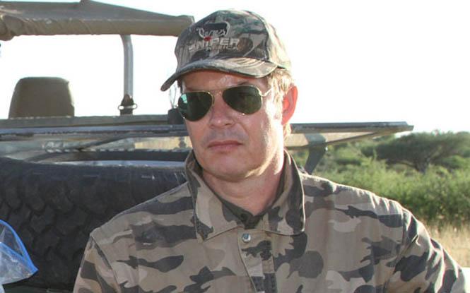 Rainer Schorr 2  Devlet izinli cinayet: Afrika'nın en büyük fili öldürüldü Rainer Schorr 2