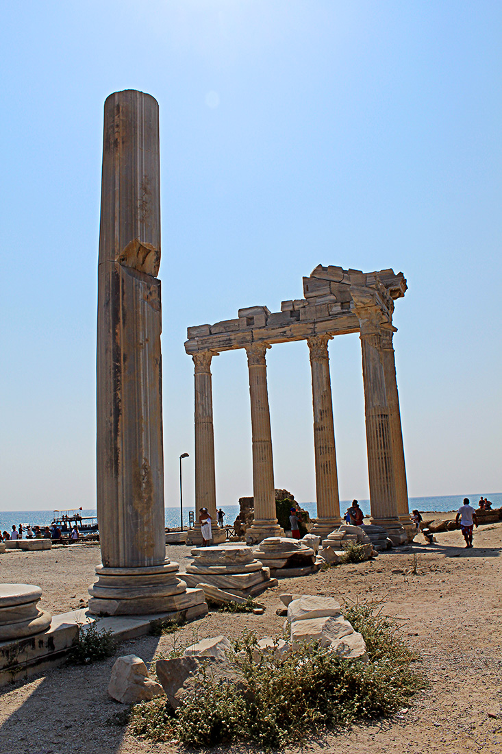 Apollon Tapınağı'nın Arkadan Görüntüsü