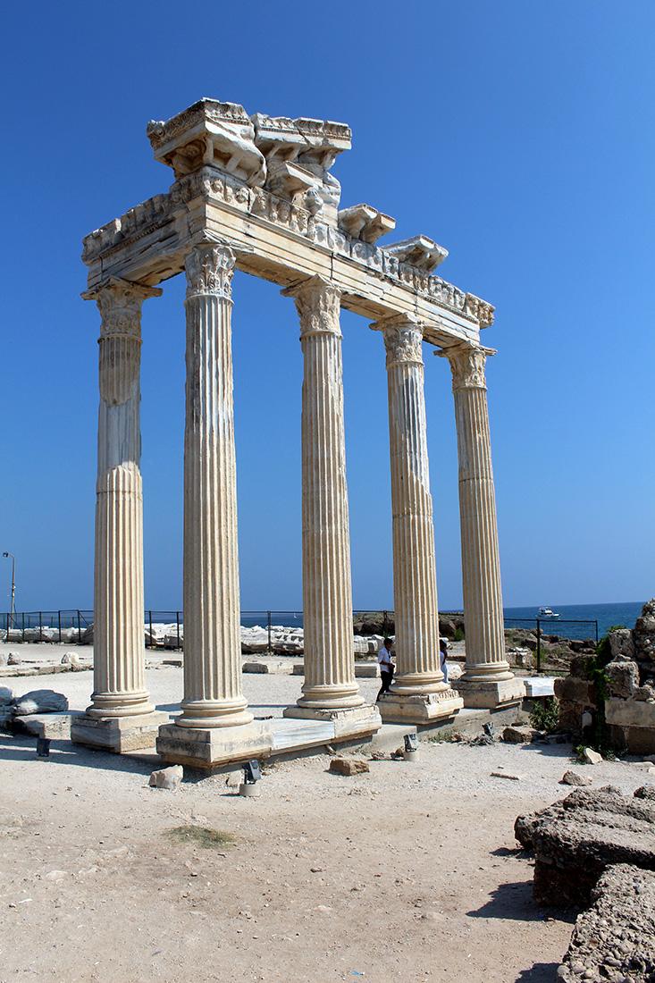 Apollon Tapınağı'nın Önden Görüntüsü