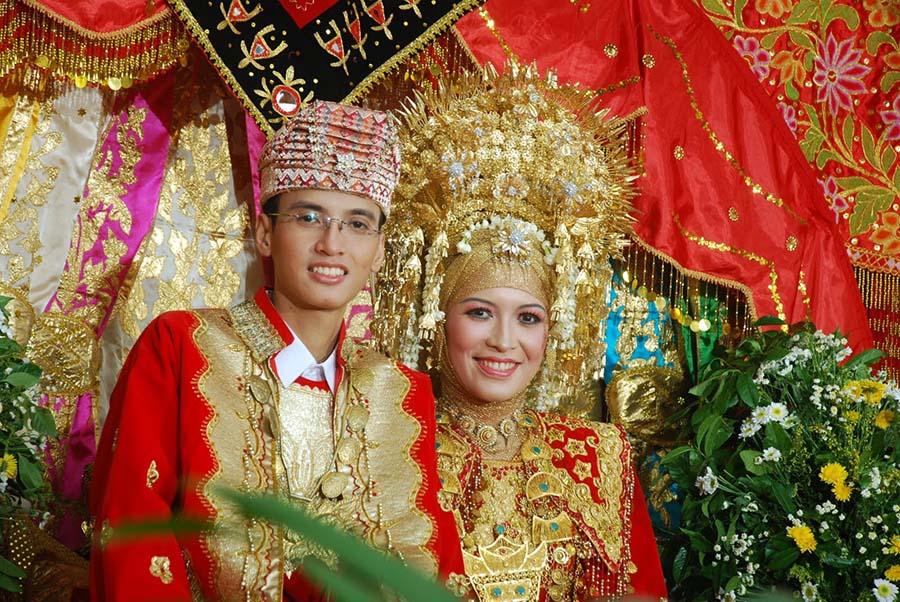minangkabau 1  Kadını toplumun kalbi kabul eden anaerkil kabileler minangkabau 1
