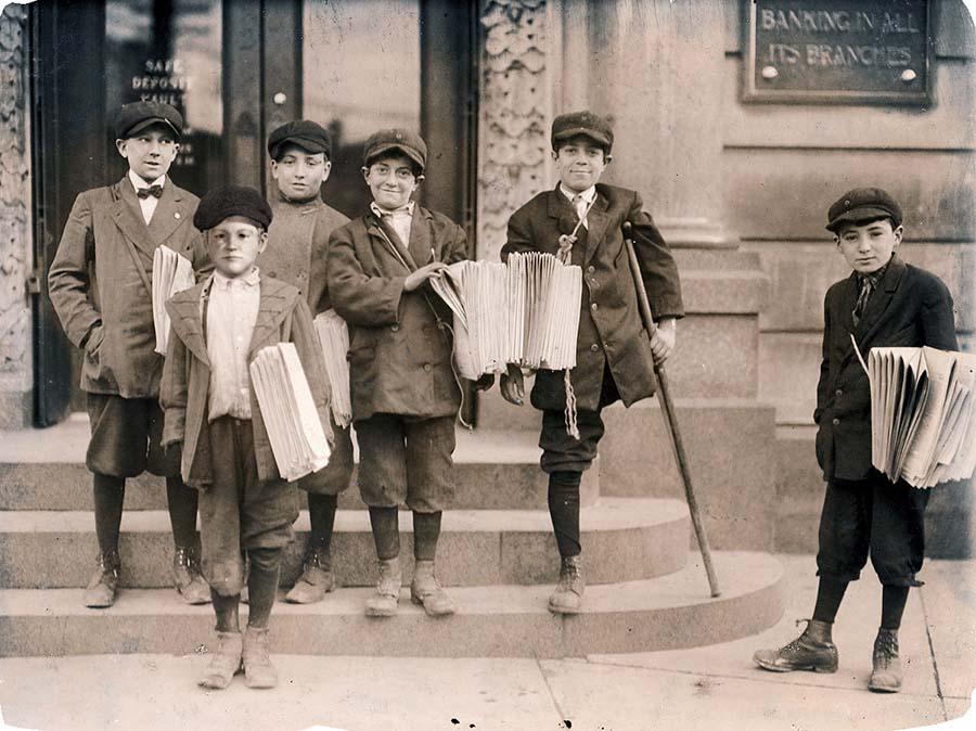 9 yaşındaki Salvatore (en önde), 11 yaşında, çalışırken bacağını kaybeden Joseph ve arkalarında duran 13 yaşındaki Lewis.