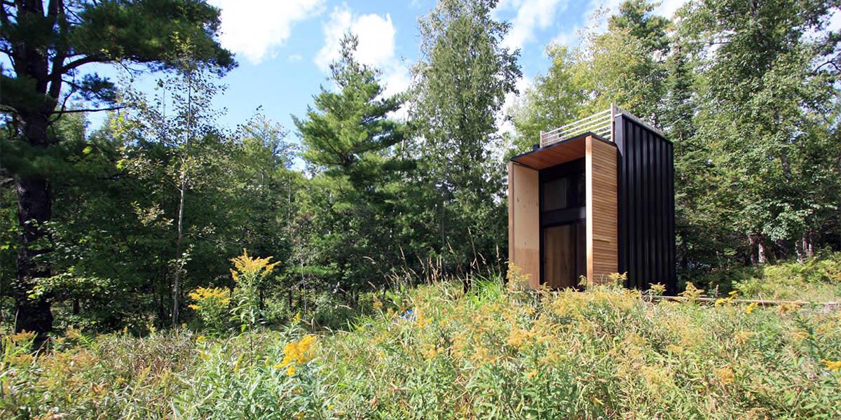Doğanın içinde kendi kendine yetebilen minik kabin: