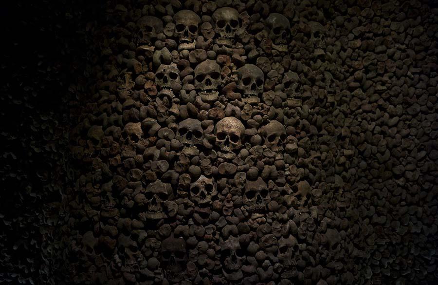 Kafatasları ve kemiklerle yeniden düzenlenen yeraltı mezarları 1