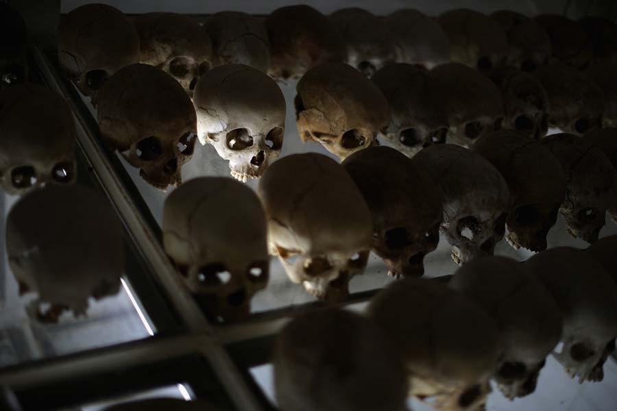 Kafatasları ve kemiklerle yeniden düzenlenen yeraltı mezarları 13