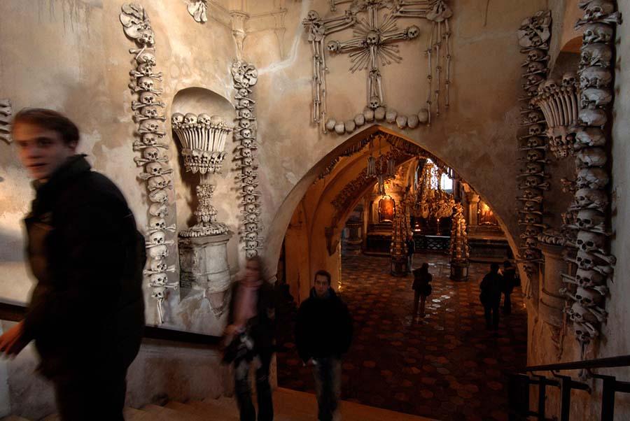 Kafatasları ve kemiklerle yeniden düzenlenen yeraltı mezarları 2