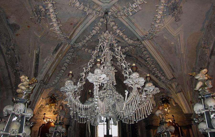 Kafatasları ve kemiklerle yeniden düzenlenen yeraltı mezarları 3