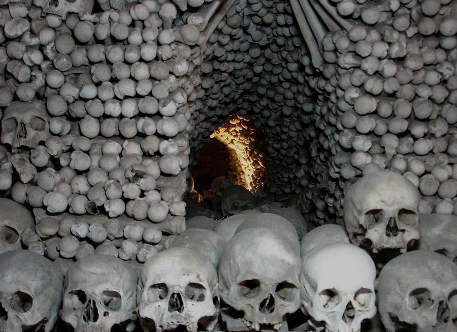 Kafatasları ve kemiklerle yeniden düzenlenen yeraltı mezarları 4