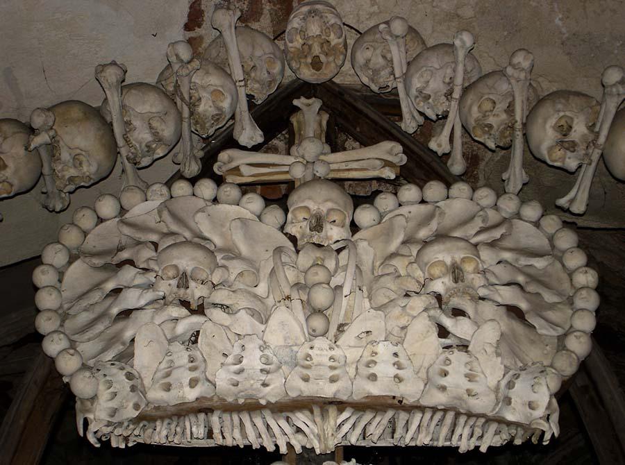 Kafatasları ve kemiklerle yeniden düzenlenen yeraltı mezarları 5
