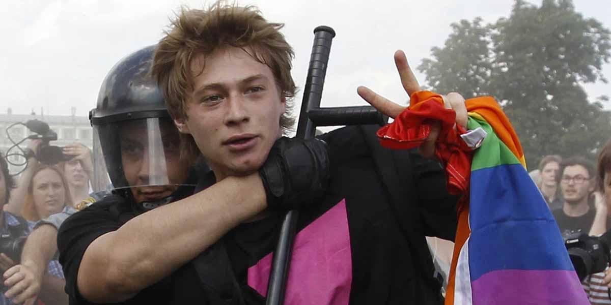 """Rusya homofobide sınır tanımadı: Kamu alanlarında """"yakınlaşan"""" eşcinsel erkeklere hapis cezası"""