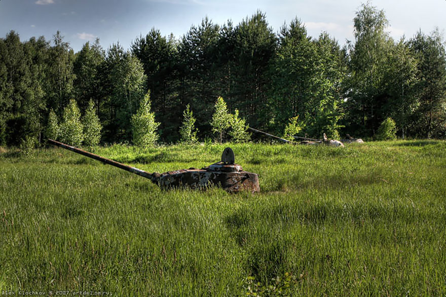 10. Rusya'da terk edilmiş bir tank üssü
