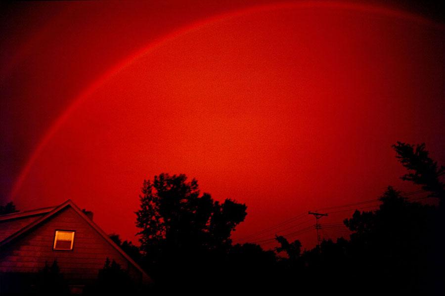 Nadir görülen kırmızı gökkuşağı,