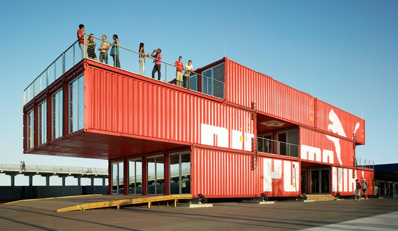 LOT-EK tasarımı Puma City, taşınabilir bir mağaza ve etkinlik alanı.