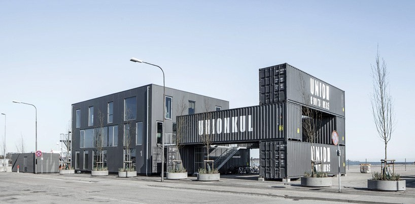 Arcgency tasarımı Unionkul, yüzde 90 geri dönüşebilir malzemeden, geçici bir çalışma dönemi için inşa edilmiş bir ofis yapısı; konteyner estetiğinin iyi örneklerinden.