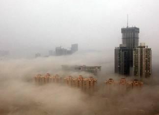 """Pekin'de bir ilk: Hava kirliliğine """"kırmızı alarm"""" verildi"""