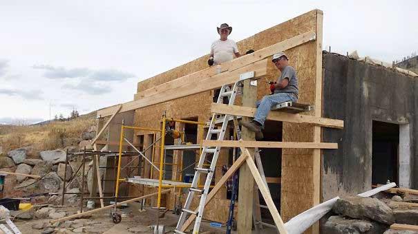 #49 Kasırga mağdurlarına ev inşaa eden adamlar