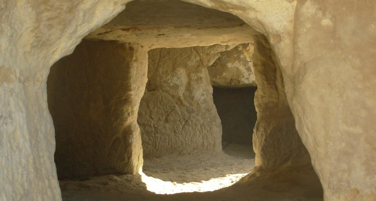 1_hippie-caves-of-Matala-that-Joni-Mitchell-called-home