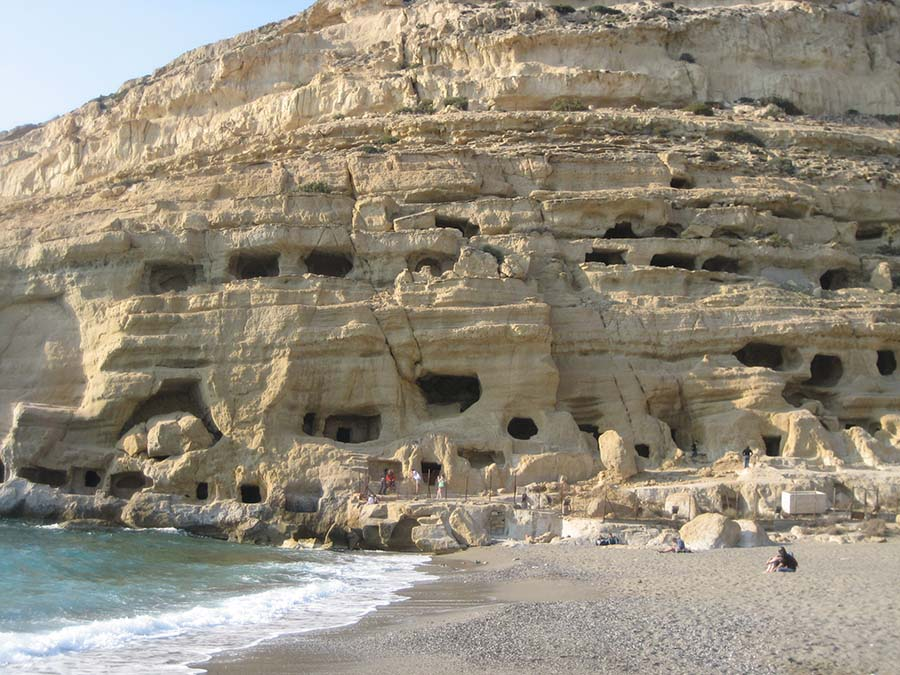 2_hippie-caves-of-Matala-that-Joni-Mitchell-called-home