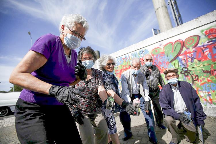 Grafitici babaanne ceteleri portekiz sokaklarinda 2